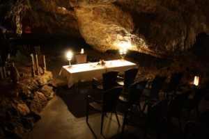 Trauzimmer in einer Höhle