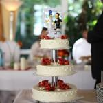 Romantische Hochzeitstorte mit The Simpsons Figuren