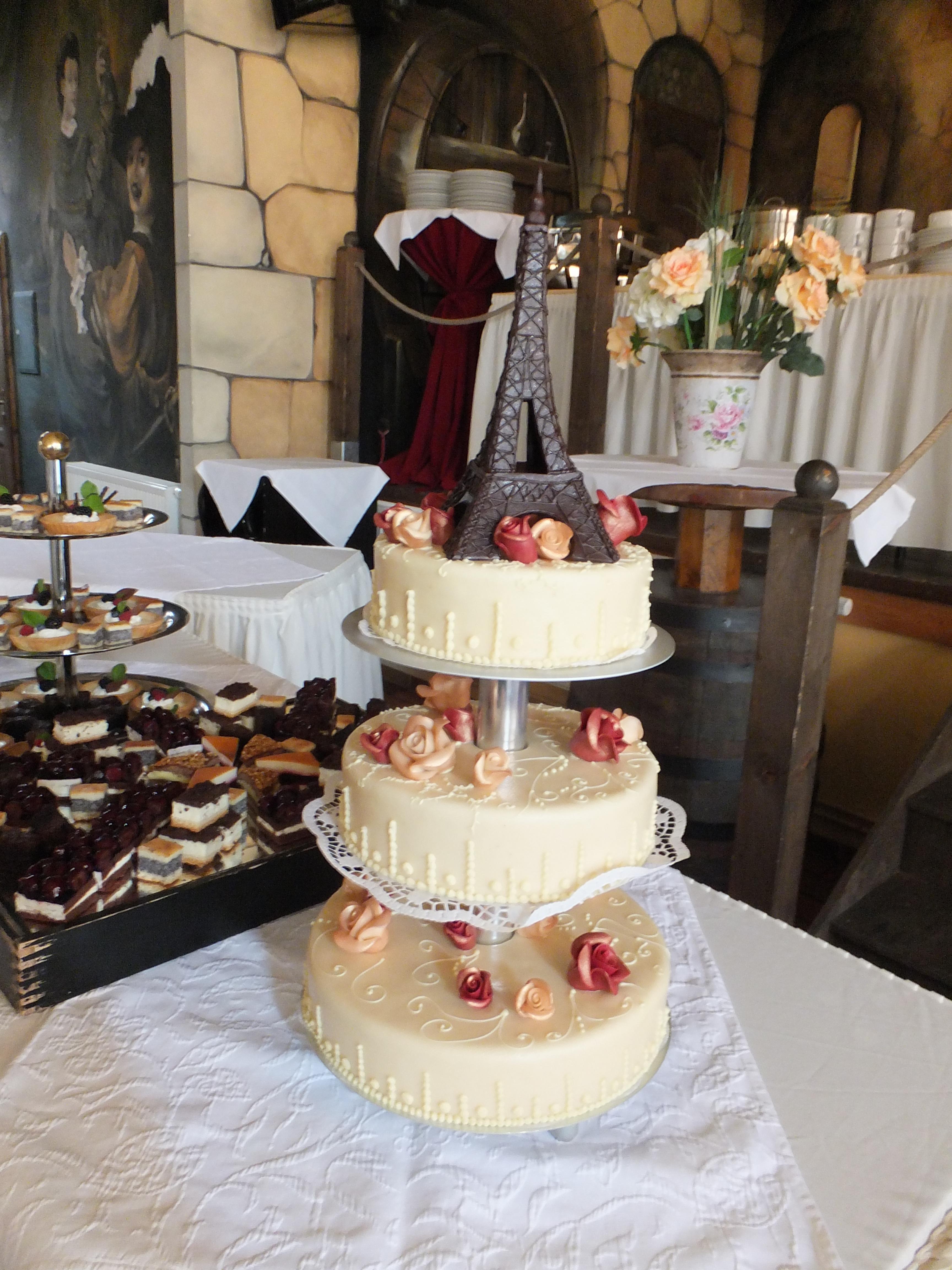 Hochzeitstorte Mit Schokolade Eiffelturm Wedding Deluxe Ihr