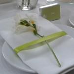 einzelne Blume auf der Serviette